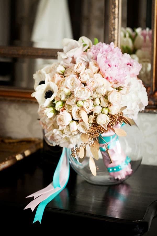 8.mariage-glamour-bouquet-rose-et-turquoise