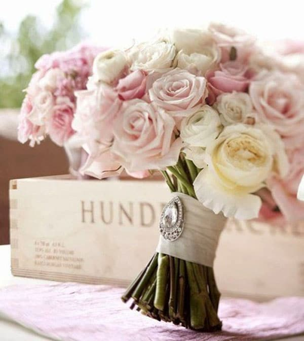 photo-de-bouquet-de-roses-blanches-et-roses