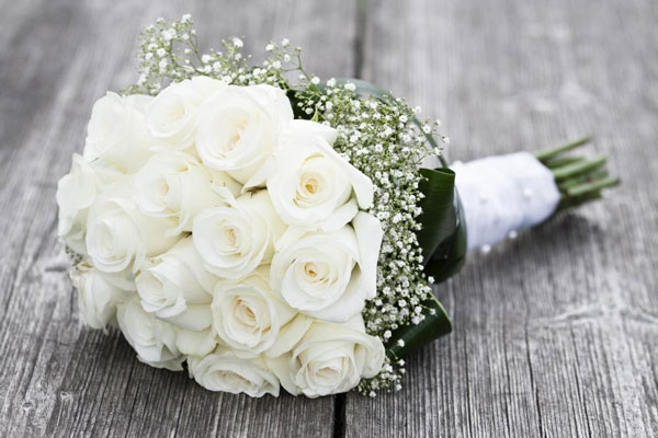 photo-de-bouquet-de-roses-blanches