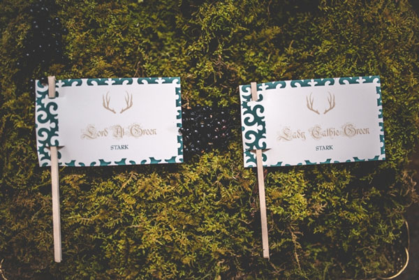 12.mariage-insolite-theme-game-of-thrones-escort-card
