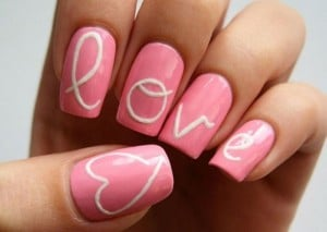 5.nail-art-saint-valentin-rose-love