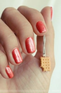 18.nail-art-rouge-motif-original