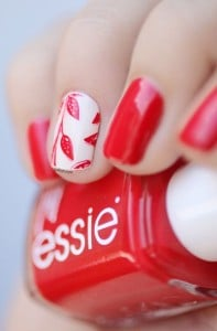 8.nail-art-rouge-feuille